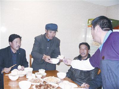 目前,每天的中饭和晚饭,李贵树三人都会到津报驻京记者站用餐。