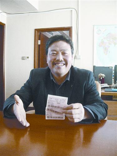 李贵树姐夫杨正魁决定保留这三张2月16日回张家口的火车票做永久纪念。他们持这三张火车票候车时,幸遇总理。