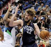 图文:[NBA]森林狼胜灰熊 加索尔内线强攻