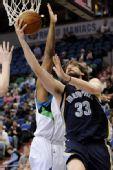 图文:[NBA]森林狼胜灰熊 加索尔反手上篮