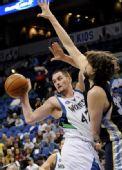 图文:[NBA]森林狼胜灰熊 加索尔防守强硬
