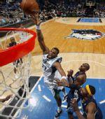 图文:[NBA]森林狼胜灰熊 威廉姆斯篮下强攻