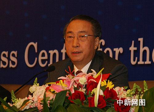 教育部副部长章新胜回答记者提问。