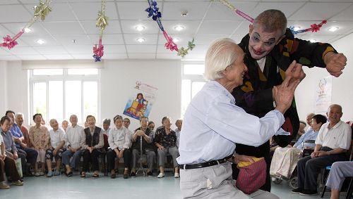 代表建议领取养老金年龄可与实际退休年龄分开。鲁海涛 早报资料
