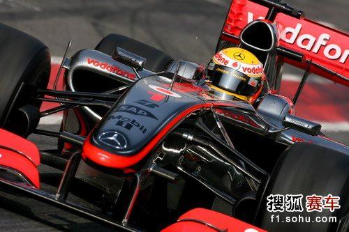 图文:F1巴塞罗那试车第四天 赛场上的汉密尔顿