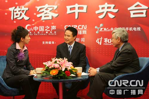 海南省省长罗保铭在访谈间