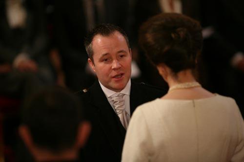 与英国公主交谈