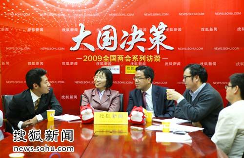 嘉宾在现场探讨食品安全问题(搜狐-唐怡民-摄)