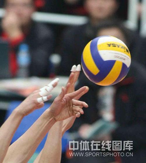 图文:男排总决赛河南0-3上海 现场比赛激烈
