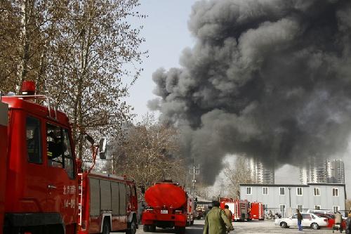 目前消防部门尚未接到人员伤亡报告。 新华社发(张璋 摄)