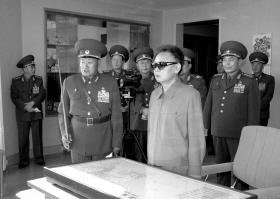 3月15日,金正日视察朝鲜人民军 新华社发