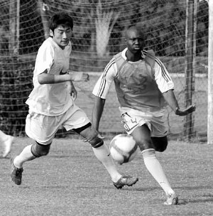 前多哥国家队队长昌盖·科米昨天在深足试训
