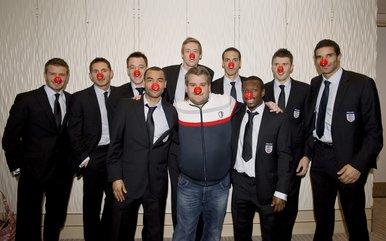 英格兰队拍搞笑宣传片最牛球迷给小贝上课(图表情包头像皇马图片