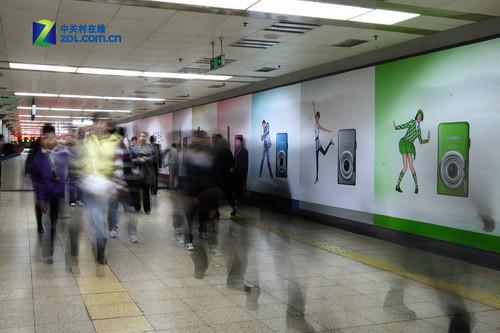 佳能地铁巨幅海报