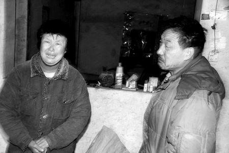 说起儿子的遭遇,李振玉的父母痛哭失声。