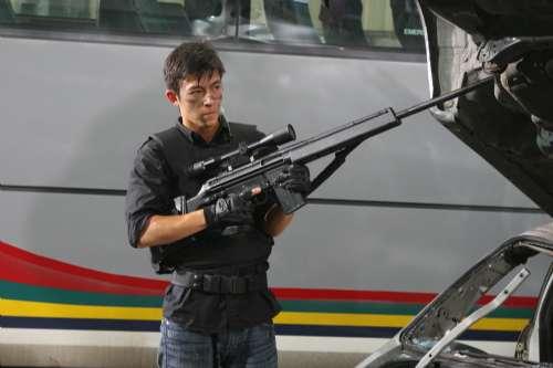 陈冠希《神枪手》中演绎一位自信好胜的警队狙击手。