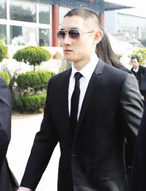 李钰男友汪雨现身悼念