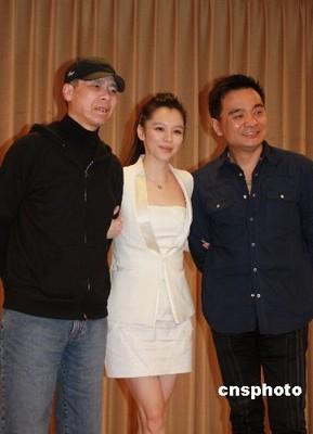 冯小刚与演员徐若瑄、邬逸聪出席记者见面会