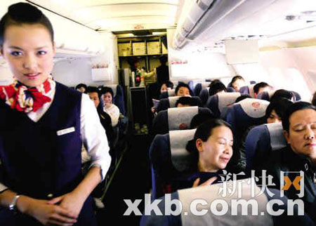 """昨日有消息称,3月20日起购买4月20日后的机票,价格要上涨一两成,但下午民航总局紧急""""辟谣""""。"""