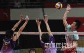图文:男排联赛总决赛第三场 双方网上争夺