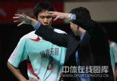 图文:男排联赛总决赛第三场 谢国臣指导队员