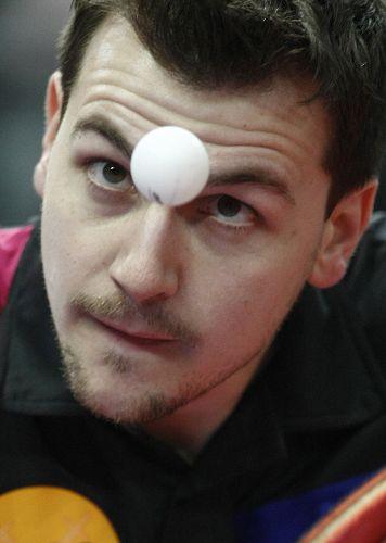 图文:德国赛次日比赛瞬间 波尔眼里只有球
