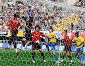 图文:[中超]陕西2-0成都 门前一片混战