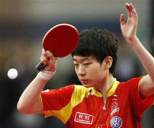 图文:乒乓球德国赛第三日 李晓丹在比赛中