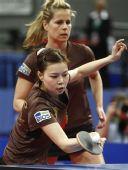 图文:乒乓球德国赛女双决赛 吴佳多回球