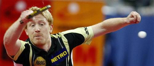图文:乒乓球德国赛男单半决赛 许斯挥拍回球