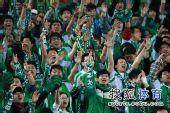 图文:[中超]北京3-1重庆 球迷动作整齐划一