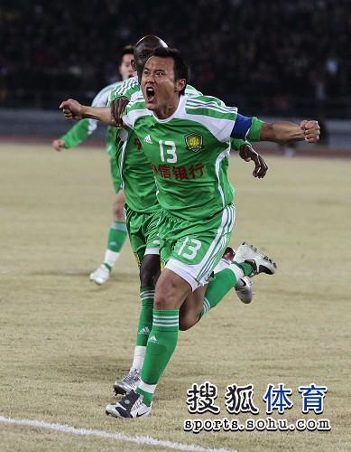 图文:[中超]北京3-1重庆 徐云龙欣喜若狂