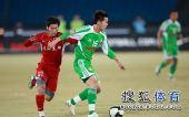 图文:[中超]北京3-1重庆 黄博文巧妙摆脱