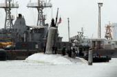 美国相撞核潜艇和军舰驶入巴林港检修(组图)