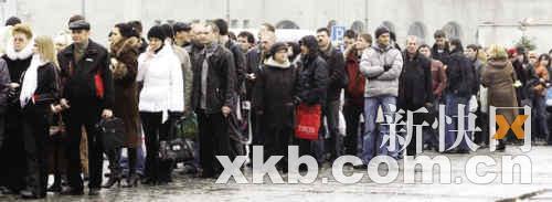 3月18日,找工作的俄罗斯人又排起了长队。
