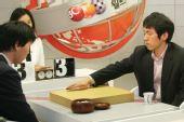 图文:BC卡杯32强赛激战韩国 李昌镐沉着落子