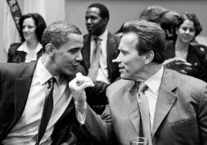 施瓦辛格与奥巴马(资料图片)