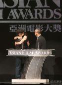 《海角七号》导演获奖与杨德昌遗孀热拥