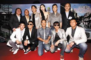 导演陈德森(后排右一)率九位男星簇拥着范冰冰(后排右三)。