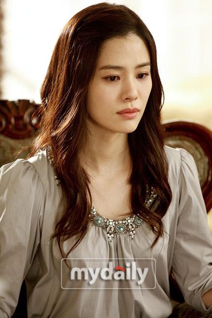 金贤珠饰演具俊表的姐姐