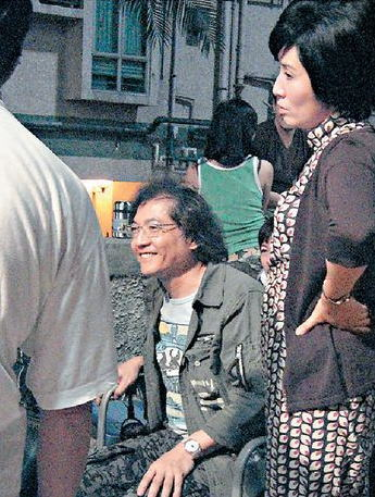 吴君如之后向导演投诉,结果导演唯有下令禁烟。