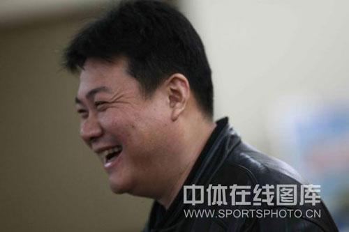 图文:蔡斌在秦皇岛考察队员 蔡斌笑容满面