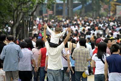 77%的网友表示,支持恢复五一黄金周。新华社记者 刘大伟 图