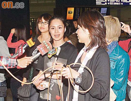 阿娇昨日傍晚返港,冷淡回答陈冠希被传在北京自杀的问题。