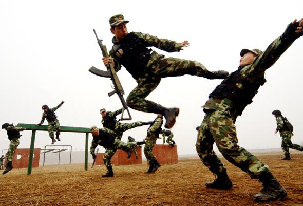 武警新训练大纲_武警官兵苦练新大纲军事技能组图