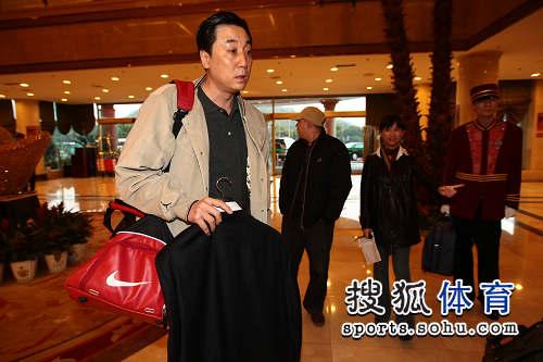图文:CBA全明星众将抵达 王非进入酒店