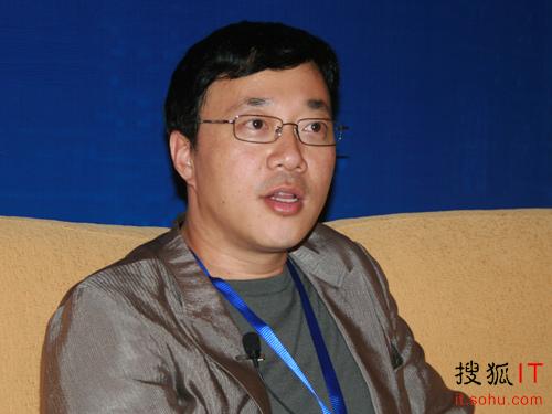 邓中翰接受搜狐IT专访   在谈到在深圳举办本次峰会时,邓中...