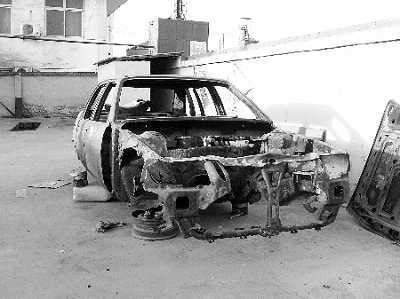 薛志敬被人付之一炬的桑塔纳轿车残骸。至今找不出元凶的纵火案发生在上访申诉之后,这让薛志敬觉得人身安全也受到威胁