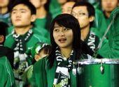 图文:[中超]杭州VS天津 美女球迷观战