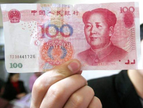 店主胡先生展示收到的TJ38假钞。长江商报记者